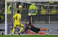Pau Torres nói 1 câu với De Gea sau thời khắc quyết định Europa League