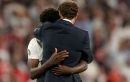 Roy Keane chỉ trích 2 ngôi sao tuyển Anh vì để Saka đá pen