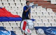 CĐV Campuchia một mình đứng cổ vũ nguyên trận dù đội nhà thua 14-0