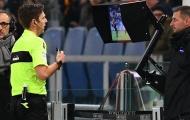 Các HLV Serie A thừa nhận 'không mê nổi' VAR