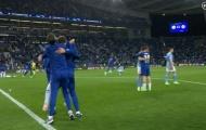 Mason Mount đã làm gì với John Stones sau khi Chelsea đánh bại Man City?