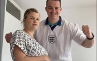 CĐV Anh gây phẫn nộ vì quyết tâm xem chung kết khi vợ sắp sinh