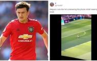 Fan Man Utd: Anh ta chạy như đang trả lời điện thoại và quấn khăn tắm