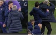 Mourinho phản ứng 'không tin nổi' sau pha vào bóng triệt hạ