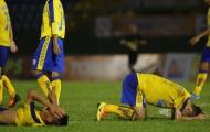 Cầu thủ Đồng Tháp đổ gục xuống sân vì phút bù giờ định mệnh