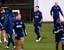 Vừa rời Arsenal, Ozil có lần đầu đầy lạ lẫm ở đội bóng mới