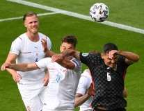 Cú vung tay tai hại khiến Croatia suýt rời EURO