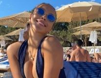Ngắm người tình mới nóng bỏng của Alexis Sanchez