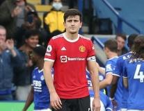 Maguire xử lý nghiệp dư như gã hề, 4 lần đào mồ chôn Man Utd