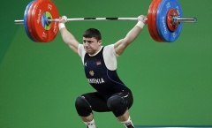 Nhà vô địch châu Âu gãy gập tay ở mức tạ 195 kg