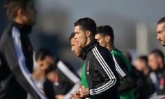 Mẹ qua cơn nguy kịch, Ronaldo vội vã trở về Juventus