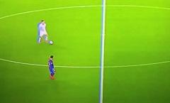 NHM túc cầu: 'Như một trò đùa. Bà lão Messi nên rời Barca thì hơn'