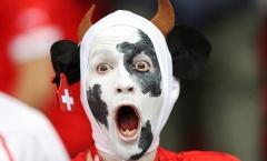 'Chú bò Thụy Sĩ' hoảng hốt nhìn Romania ghi bàn mở tỷ số