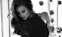 Người đẹp Playboy an ủi nỗi đau của Ba Lan