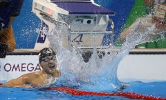 Schooling giành HCV, lập kỷ lục Olympic 100 m bơi bướm