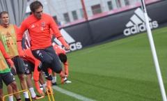 Chùm ảnh: Các cầu thủ Bayern dốc sức tập luyện chuẩn bị tiếp đón Schalke 04