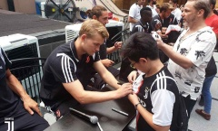 Dàn sao Juventus 'gây bão' khi đến Singapore