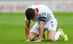 Lewandowski tiếp tục 'tệ hại', Ba Lan đã cảm thấy 'lạnh gáy'