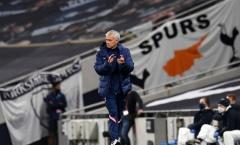 'Phát cáu' với phóng viên, Mourinho quay sang 'khịa' Silva và Lampard