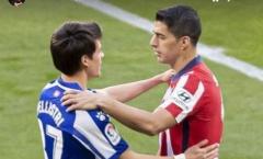 'Măng non' M.U quá hay, Suarez liền có động thái tuyệt vời