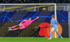 Phá lưới Man City, thần đồng 17 tuổi đi vào lịch sử Champions League