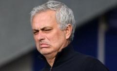 Bị sa thải, Mourinho ở lại hơn 4 tiếng làm 1 điều với các cầu thủ Tottenham