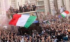Tuyển Ý mừng công hoành tráng sau chức vô địch EURO 2020