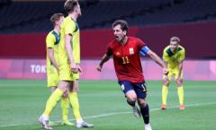 Thắng nghẹt thở Australia, Tây Ban Nha giành ngôi đầu bảng C