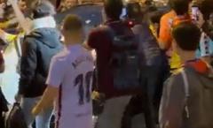 Fan Barca tấn công Koeman sau trận El Clasico