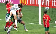 EURO 2004: Charisteas và cú lắc đầu diệu kỳ