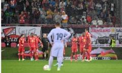 Công cùn thủ kém, Barca nhận thất bại trước Salzburg