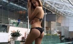 Viktoria Vargas tung ảnh cực nóng bỏng cổ vũ Graziano Pelle
