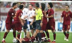 Toàn bộ sự thật vụ việc Ronaldo 'chơi xỏ' Rooney tại World Cup 2006