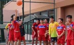 Cười bể bụng với trình độ ném bóng rổ của U22 Việt Nam