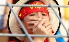 Fan nghẹn ngào rơi lệ, ngày U22 Việt Nam cúi đầu rời SEA Games
