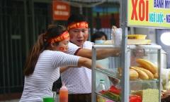 Chùm ảnh: Mưu sinh cùng ĐT Việt Nam bên ngoài sân Hàng Đẫy