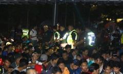 Chống bạo loạn, an ninh Malaysia trắng đêm canh CĐV săn vé trận Việt Nam