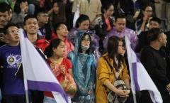 Fan Quang Hải, Duy Mạnh, Tiến Dũng đội mưa cổ vũ Derby thủ đô