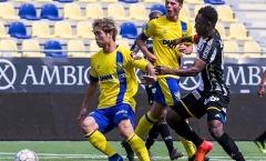Video Công Phượng kiến tạo cho đồng đội ghi bàn trên đất Bỉ