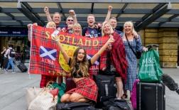 CĐV Scotland xinh đẹp đại náo London trước đại chiến tuyển Anh