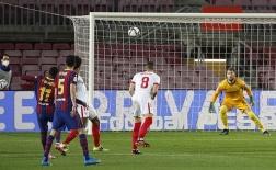 Bom tấn Barcelona khiến đối thủ đứng nhìn với siêu phẩm cháy lưới