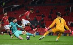 10 thống kê M.U 2-4 Liverpool: Tử huyệt của Quỷ đỏ; Kỷ lục đáng nể!