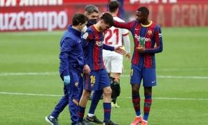 XONG! Thắng Sevilla, Barcelona trả giá quá đắt vì 'Iniesta đệ nhị'