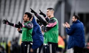 Đồng đội 'biếu' bàn thắng cho đối thủ, Ronaldo ngay lập tức tỏ thái độ