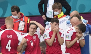 Cầu thủ 2 đội bật khóc nức nở khi Eriksen đổ gục