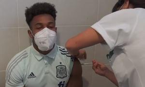 'Quái thú' lim dim tiêm vaccine, Tây Ban Nha sẵn sàng xung trận