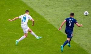 """Ghi bàn từ giữa sân, """"Ibrahimovic CH Séc"""" đi vào lịch sử EURO"""