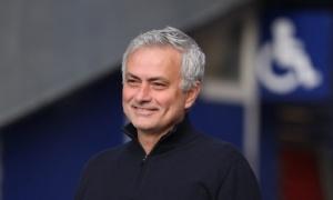 Mourinho kể chuyện ngồi ghế nóng Roma, ám chỉ bị lừa ở Spurs - Man Utd