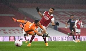 'Đừng bàn về 1 cầu thủ không còn ở Arsenal'
