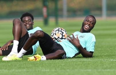 Bầu không khí tuyệt vời trên sân tập, tân binh Arsenal cười tươi rói